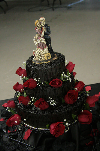 halloween-wedding-cake