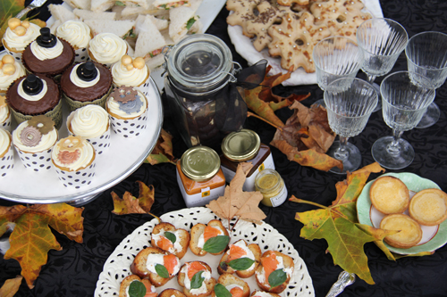 steampunk-wedding-picnic-food